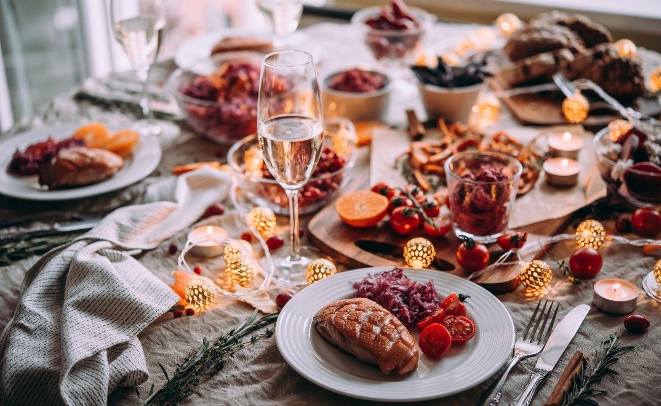 Kulinarische Weihnachtsfeier bei SEQUAFY - das Team steht selbst am Herd